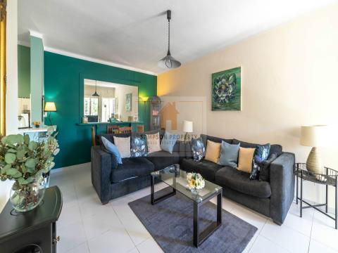 Para venda, apartamento T1 renovado a 400m da Praia de Centeanes