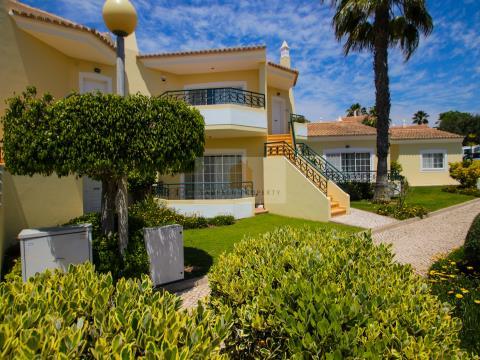 Para venda, T2+1 duplex com piscina em Carvoeiro, Algarve