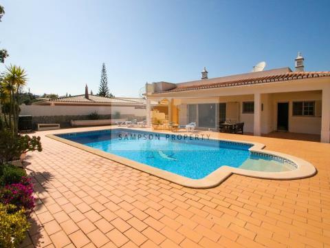 Excelente moradia isolada com 4 quartos, garagem e piscina aquecida para venda