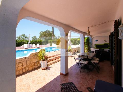 For sale in Carvoeiro villa with 2 separate accommodations and private pool