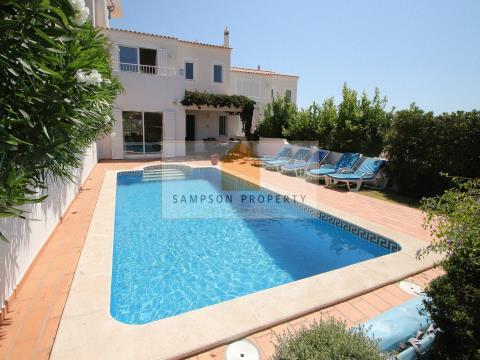 Moradia v3 para venda em Carvoeiro, Lagoa, Algarve