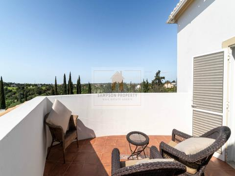 For sale in Salicos, Carvoeiro. 4 bedroom house with heated pool and private garden