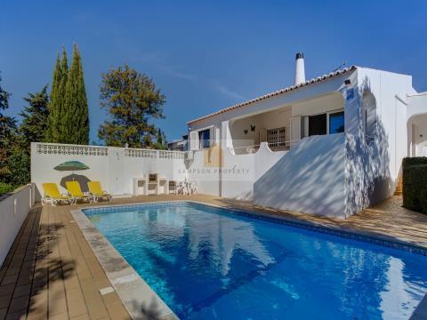 1km to beach & centre. 3 bed villa w/ pool & garage