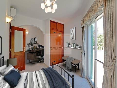 For sale in Carvoeiro, detached 3 bedroom villa with garage and private pool.