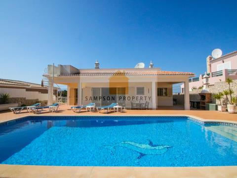 For sale 4 bedroom villa in Carvoeiro excellent condition with heated pool and garage