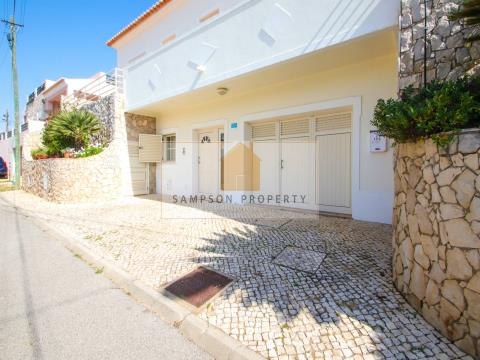 Excellent condition - 4 bed villa with large garage & heated pool