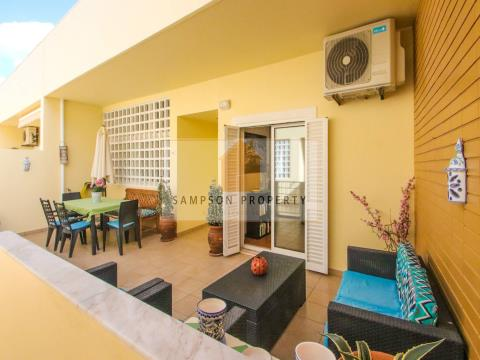 1+2 bed duplex apt with pool & parking, 500m from beach