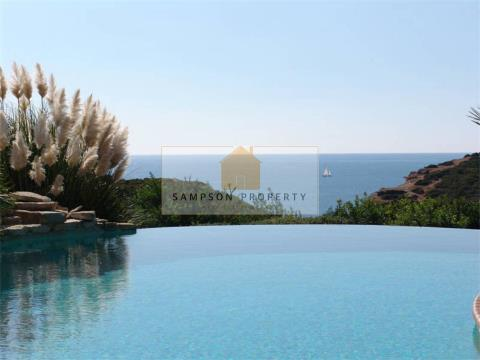 Frontline 4 bedroom villa with stunning sea views
