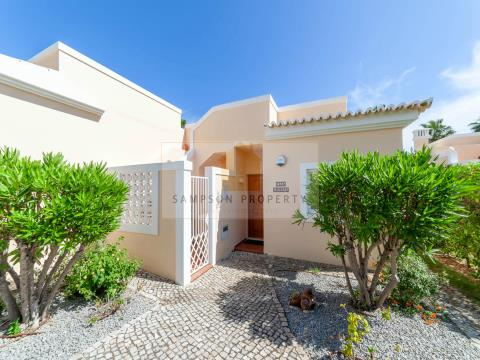 1+1 bed townhouse with sea views on Clube Golfemar