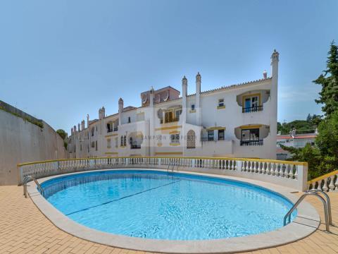 Para venda em Carvoeiro, T3 duplex em Monte Dourado, próximo da praia com piscina, bom investimento