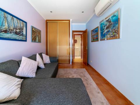 2 bed apartment w/private parking
