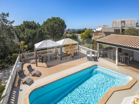 4 bed villa with pool for sale in Carvoeiro, Algarve