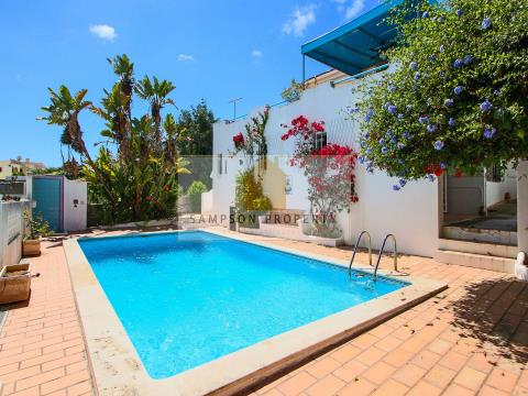 For sale in Sesmarias Carvoeiro, 3 bedroom villa with pool and sea views