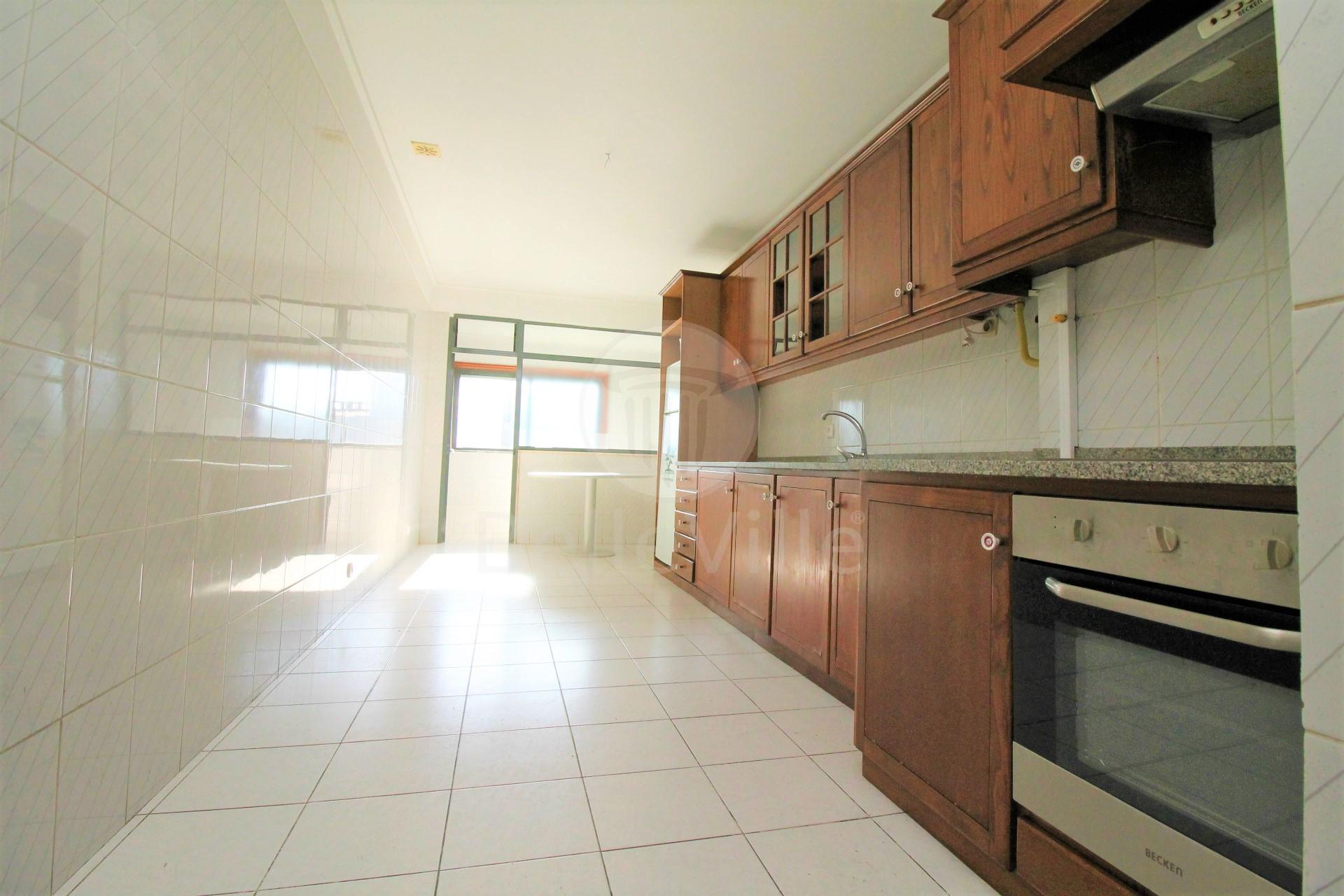 Apartamento T3 para arrendar próximo ao Braga Parque