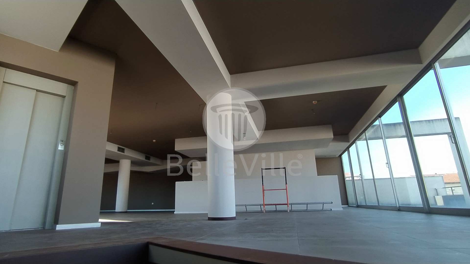 Edifício de 3 pisos em Gualtar para comércio ou serviços