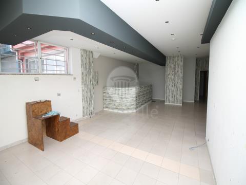 Fantástica loja para arrendamento já licenciada para COMÉRCIO E SERVIÇOS