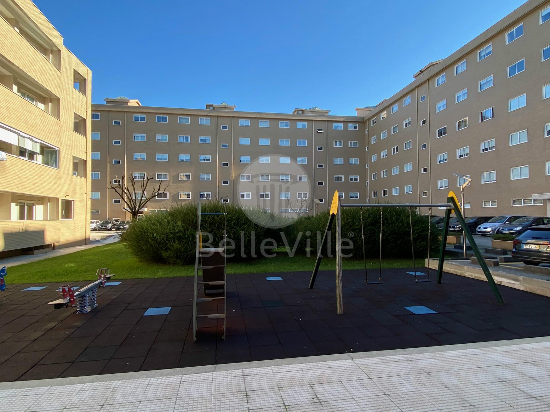 Apartamento T3, Mobilado, em Condomínio Fechado