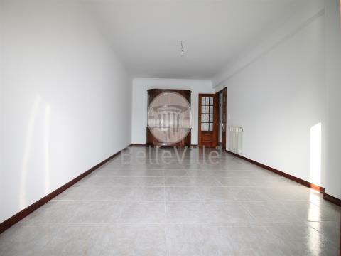 Apartamento T2 para arrendamento.