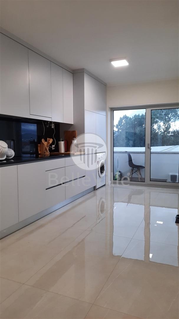 Apartamento T3 à venda em Barcelos com pouco uso