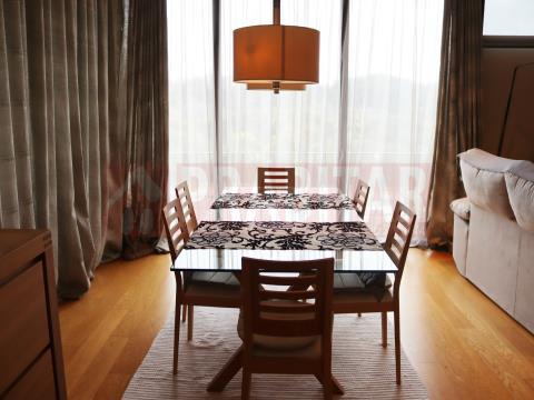 Apartamento T4 no Condomínio Privado
