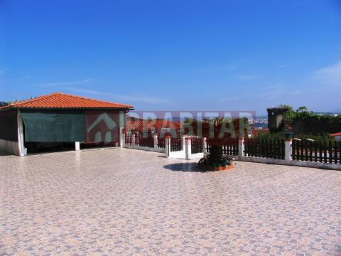 Moradia Isolada T4+3 com Piscina em Santa Clara