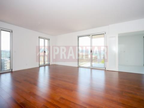 Apartamento T3 em Condomínio Privado na Quinta da Portela