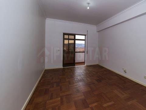 Apartamento T3 com sótão em Santa Clara