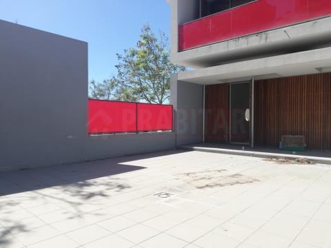 Apartamento T3 com garagem no Vale das Flores