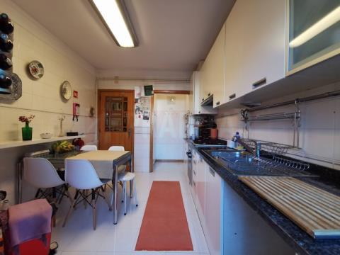 T4 em duplex com garagem nos Malheiros
