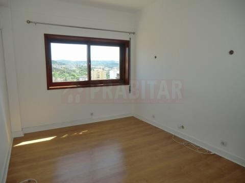 Apartamento T4+1 na Solum
