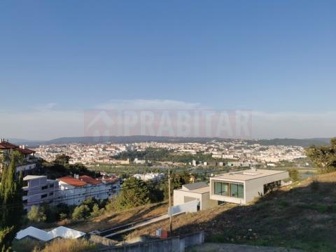 T2 COM terraço e GARAGEM EM SANTA CLARA