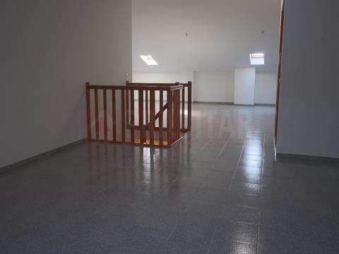 Excelente Apartamento T3 Dúplex com Garagem Na Lousã