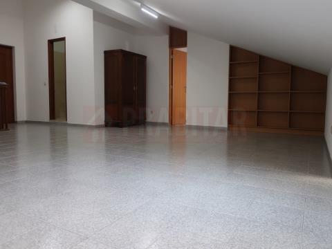 Excelente Apartamento T1 Dúplex com Garagem Na Lousã