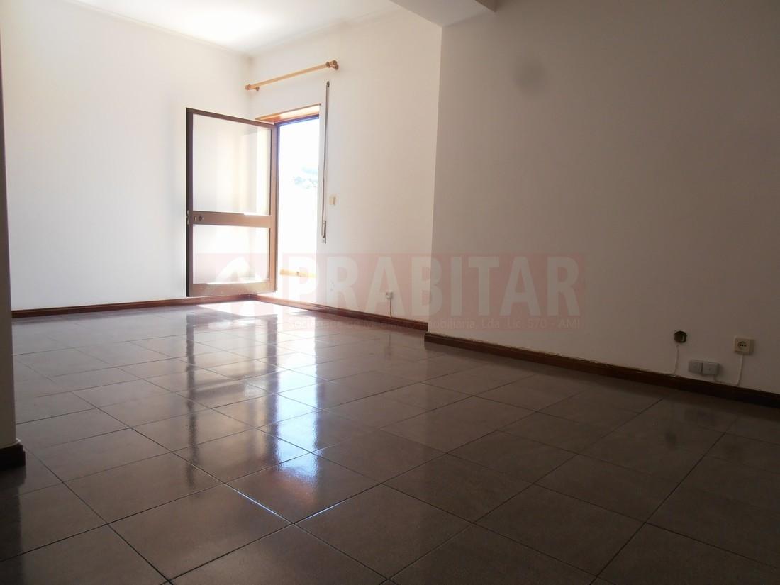 Apartamento T2 com terraço e garagem JUNTO À SOLUM