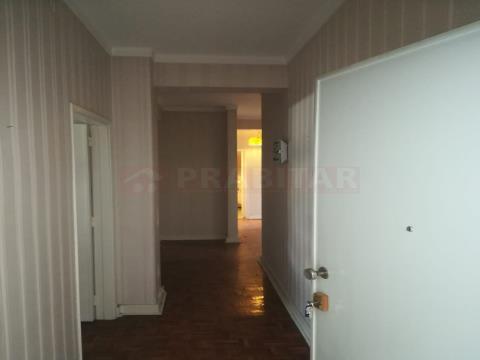 Apartamento T4+1 no Monte Formoso
