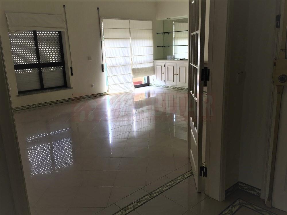 Arrenda-se Apartamento T2 junto ao Vale das Flores