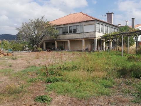 Moradia Isolada T4 com terreno em São Miguel de Poiares