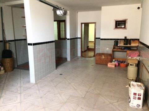 Ótima Moradia T3+1 com Garagem Dupla em Ceira
