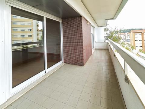 Arrenda-se Excelente Apartamento T1 com garagem na Solum