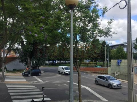 Arrenda-se Apartamento T1 com aparcamento e arrumo na Solum