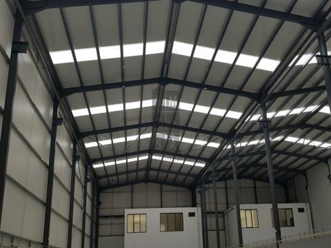 Pavilhões para venda em zona industrial com óptimos acessos