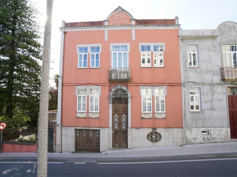 Moradia Histórica no centro de Oliveira De Azeméis
