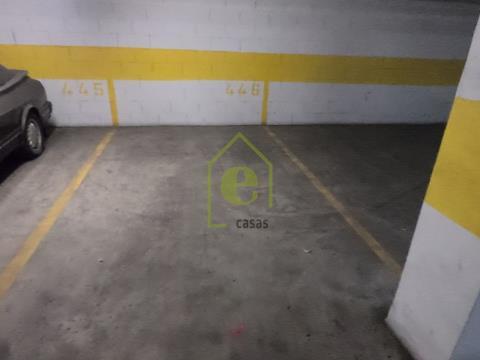 Escritório em Sacavém com garagem.
