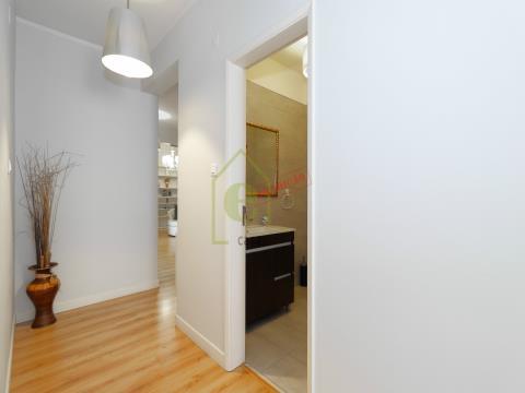 Apartamento T2 remodelado, em Odivelas