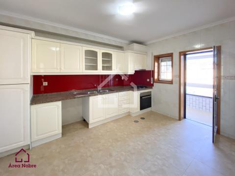 Apartamento T2 remodelado - Milheirós de Poiares
