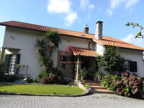 Villa de 5 chambres avec piscine et excellentes zones.