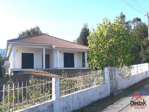 Villa de 3 chambres située à Carvalhais à 10 minutes du centre-ville