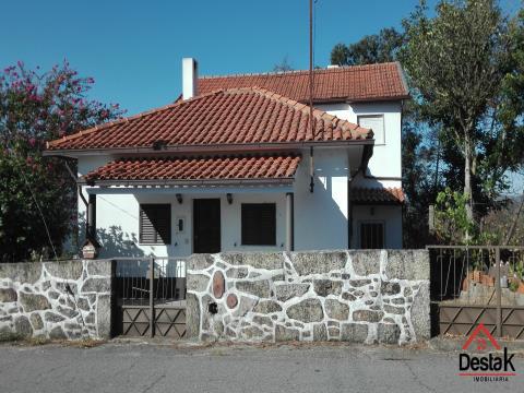Moradia T3 para venda em Cajadães, Oliveira de Frades.