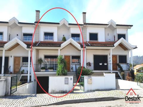 Villa de 3 chambres à vendre, en excellent état.