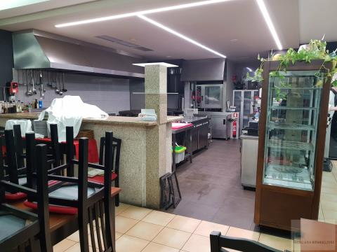 Restaurante totalmente equipado e mobilado